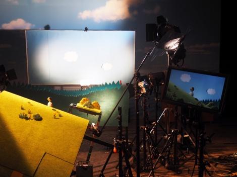 日本テレビ系ドラマ『サバイバル・ウエディング』第9話(9月15日放送)より。コマ撮りアニメーションの撮影風景(C)ORICON NewS inc.