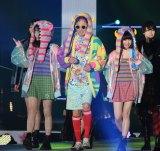 『Rakuten GirlsAward 2018 AUTUMN/WINTER』に登場した(左から)久間田琳加、西岡徳馬、吉田凜音 (C)ORICON NewS inc.