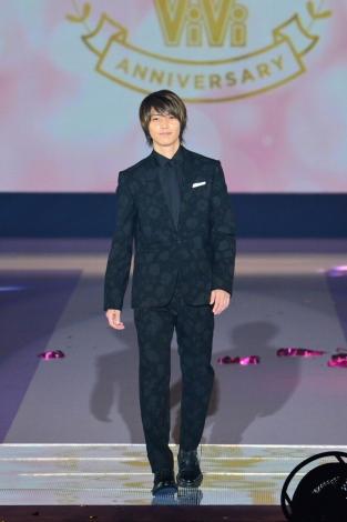 『Girls Award 2018 A/W』にシークレット登場した山下智久(C)Rakuten GirlsAward 2018 AUTUMN/WINTER