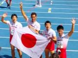 スペイン・マラガで開催された『世界マスターズ陸上2018』男子400メートルリレー(45歳クラス)で金メダルを獲得した(左から)朝原宣治、譜久里武、佐藤政志、武井壮