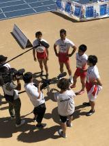 スペイン・マラガで開催された『世界マスターズ陸上2018』男子400メートルリレー(45歳クラス)で金メダルを獲得し、取材を受ける日本チーム