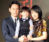 親子を演じる(左から)妻夫木聡、小岸洸琉、井上真央 (C)ORICON NewS inc.