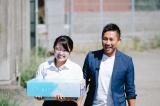 当選者とともにファイト応援BOXを届ける前園真聖 (C)oricon ME inc.