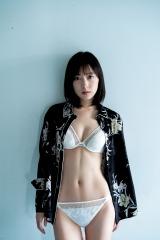 『週刊ヤングジャンプ』42号のカバーを飾った池上紗理依 (C)佐藤裕之/集英社