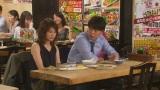 打ち合わせを兼ねて食事する幸助(山下健二郎)とあずさ(佐津川)(C)エイベックス通信放送/フジテレビジョン