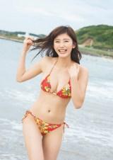 『小倉優香カレンダーブック2019 SEXY EVERYDAY!』表紙カット(C)藤本和典