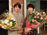 土曜ドラマ『サバイバル・ウエディング』をクランクアップした吉沢亮、波瑠 (C)日本テレビ