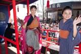 戊辰150周年を記念した「会津まつり」の「会津藩公行列」に綾瀬はるかと鈴木梨央が登場