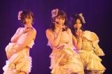 「ジッパー」を披露した(左から)太田夢莉、吉田朱里、村瀬紗英(C)NMB48