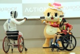 車いすフェンシングの様子(左から)加納慎太郎選手、ちぃたん☆、猪狩ともか(C)ORICON NewS inc.