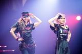 DOUBLEとコラボした「BLACK DIAMOND」=ラストライブ『WE ▼ NAMIE HANABI SHOW 前夜祭 〜 I ▼ OKINAWA/I ▼ MUSIC supported by セブン-イレブン』より(▼=ハート)