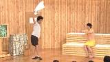 9月29日放送、NHK総合『有田Pおもてなす Produce_19』お客様の壇蜜のために有田Pがプロデュースしたネタを披露するエレキコミック(C)NHK
