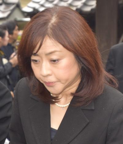 画像・写真 | 樹木希林さん告別式、涙雨の中しめやかに…夫・内田裕也 ...