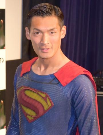 """今年の目標は""""恋人探し""""と話した槙野智章選手=映画『バットマンVSスーパーマン ジャスティスの誕生』の応援団就任イベント (C)ORICON NewS inc."""