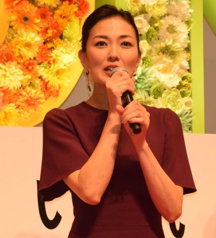 映画『SUNNY(サニー)強い気持ち・強い愛』(8月31日公開)の完成披露舞台あいさつに出席した板谷由夏