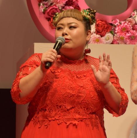 映画『SUNNY(サニー)強い気持ち・強い愛』(8月31日公開)の完成披露舞台あいさつに出席した渡辺直美