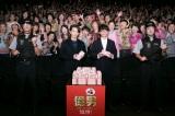 映画『億男』大阪サプライズ舞台挨拶に登場した(中央左から)佐藤健、高橋一生