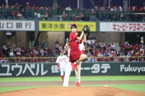 広島東洋カープ対阪神タイガースの始球式を務めた高橋ひかる