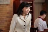 連続テレビ小説『まんぷく』第4回より。大阪東洋ホテル・ロビーにて。フロント係に抜擢され、張り切っている今井福子(安藤サクラ)(C)NHK