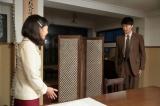 連続テレビ小説『まんぷく』第5回より。 大阪東洋ホテル・更衣室でぬれてしまったズボンをアイロンに掛けるため「ズボンをお脱ぎになってください」と萬平(長谷川博己)に言う福子(安藤サクラ)(C)NHK