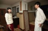 連続テレビ小説『まんぷく』第5回より。3年前の今井咲(内田有紀)の結婚式で幻灯機を操作してくれた人だったと気がつき、萬平(長谷川博己)にお礼を言う福子(安藤サクラ)(C)NHK