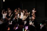 アンコールのサプライズ発表を見守るメンバー=『SKE48 10周年記念特別公演(後編)』より(C)AKS