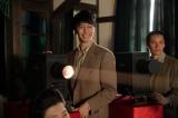 連続テレビ小説『まんぷく』立花萬平役の長谷川博己(中央)(C)NHK
