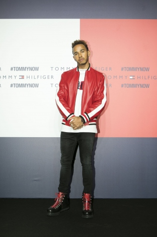 『TOMMY HILFIGER PRESENTS TOKYO ICONS』に来場したルイス・ハミルトン