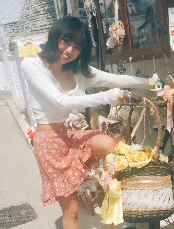 サムネイル 欅坂46今泉佑唯の写真集オフショット(写真集公式SNSより)