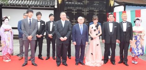 『京都国際映画祭2018』オープニングセレモニーに出席した倉科カナ(右から4人目)ら (C)ORICON NewS inc.
