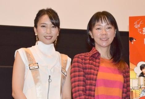 『美人が婚活してみたら』舞台あいさつ に出席した(左から)黒川芽以、大九明子監督