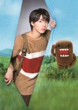 NHKのキャラクター「どーもくん」が20週年。スペシャル動画の実写部分の「どーもくん」を俳優の高杉真宙が演じる(C)NHK
