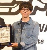 高橋一生、表彰式に私服で参加 (18年10月15日)