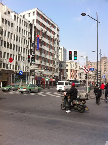 交通事故および死亡者数の多さが問題となっている中国。日本の自動車保険との違いとは?