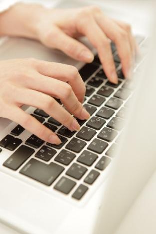 インターネットや電話で契約をする「ダイレクト型」と、対面で担当者を通じて加入する「代理店型」自分に合うのはどっち?