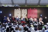 雨の中、約2000人のファンが集まった