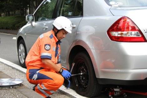 お盆期間、パンクを防ぐためにタイヤの空気圧の確認を!