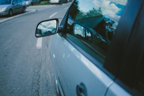 """保険料を抑えられる「運転者限定特約」。""""家族限定""""と""""年齢限定""""の関係性を詳しく解説!"""