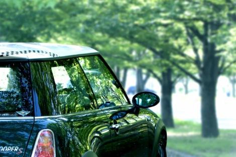 車が壊れて走行不能になった場合に役立つ「代車費用特約」はどんな特約?