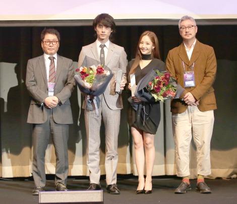 「第13回アジアドラマカンファレンス」の表彰式に出席した坂口健太郎(左から2番目)