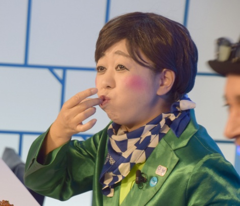 小池都知事として来店した八幡カオル=『大地球(BIGLOBE)寿司』のオープニングイベント (C)ORICON NewS inc.