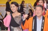 『第18回 虹の架け橋まごころ募金コンサート』で司会を務める(左から)藤原紀香、徳光和夫
