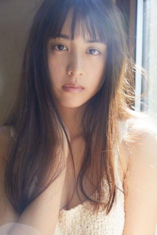 サムネイル 初写真集を発売する山本美月(撮影:吉田崇【まきうらオフィス】)