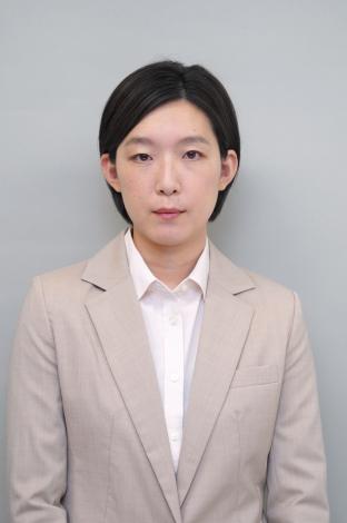 ドラマ「ドロ刑」のPR動画「オマ刑」の第1回に出演する江口のりこ