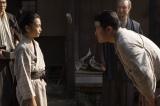 大河ドラマ『西郷どん』第39回「父、西郷隆盛」より。菊次郎(城桧吏)と再会する隆盛(鈴木亮平)(C)NHK