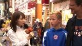 『YOUは何しに日本へ?にガチ参戦! アイドルだけど超本気コラボで汗と涙の3時間SP』11月12日放送決定。秋元真夏がリトルYOUの夢かなえます!のディレクターに(C)テレビ東京