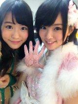 NMB48時代の河野早紀さん(左)は山本彩とチームメイトだった
