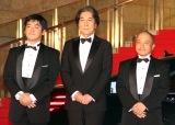 『第31回東京国際映画祭』オープニングイベントのレッドカーペットに登場した(左から)沖田修一監督、役所広司、白石和彌監督 (C)ORICON NewS inc.