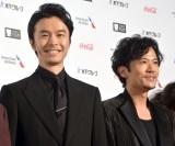 『第31回東京国際映画祭』オープニングイベントのレッドカーペットに登場した(左から)長谷川博己、稲垣吾郎 (C)ORICON NewS inc.