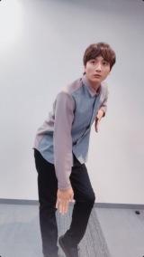 """Tiktok動画に挑戦する小関裕太 あえての""""真顔""""でダンスに挑戦"""